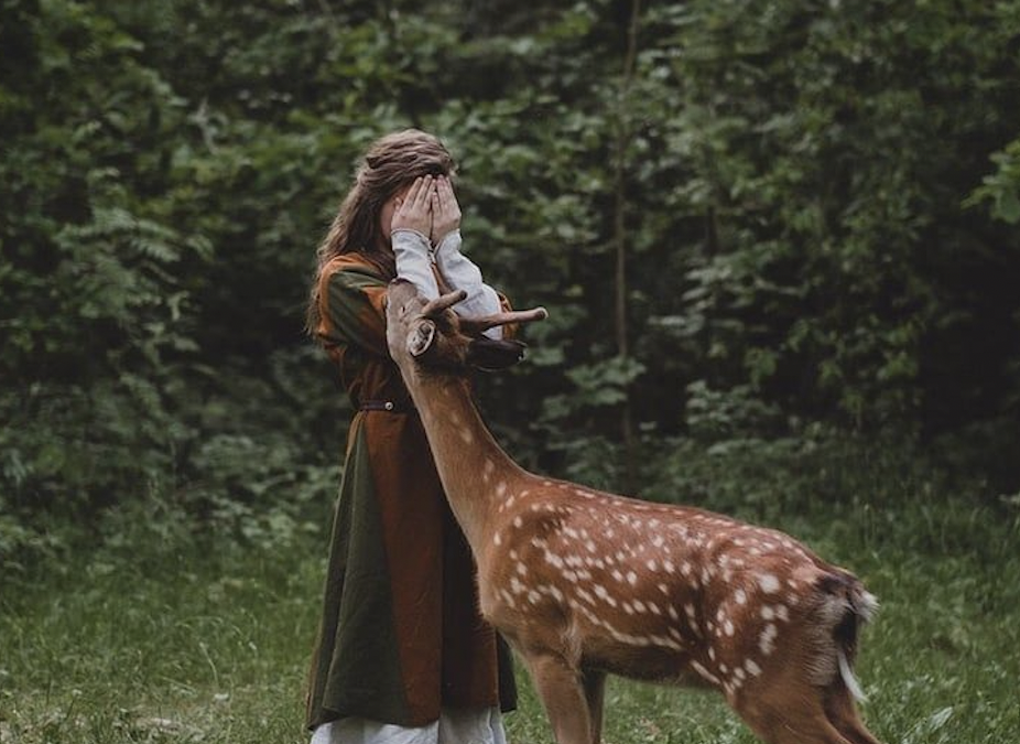 How To Be A Hedge Witch: Solitary Practice, Hedge Jumping, & More